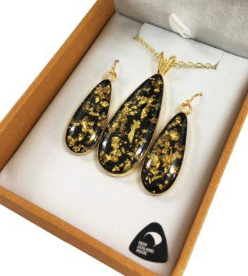 Gold Flake Round Pendant & Earrings
